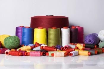 Особенности и преимущества швейных ниток от компании «Обувь-комплект»